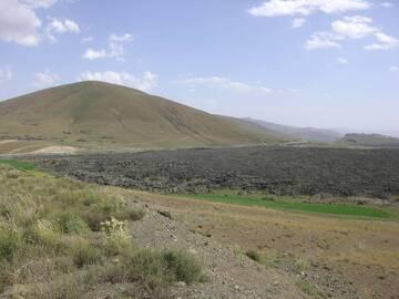 Lava field next to the road Kars-Igdir at the turkish-armenian border, eastern turkey (Photo: WNomad)