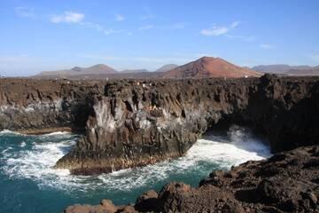 Volcanic coast Los Hervideros, Montanas del fuego in background, Lanzarote Isl., Canaries (Photo: WNomad)