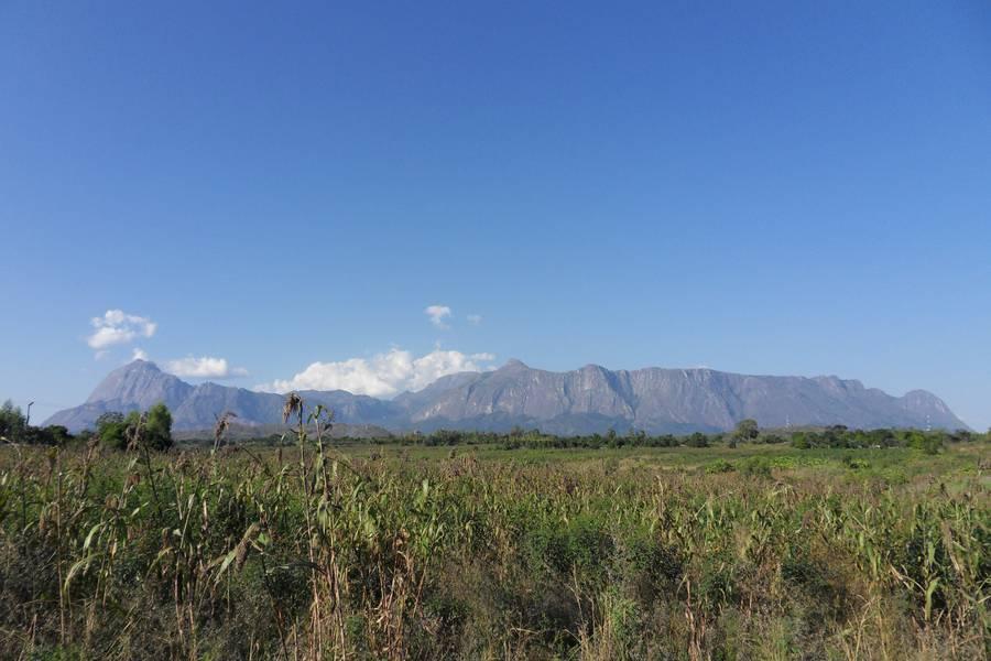 Volcanic massif of Mulanje mountain, Malawi (Photo: WNomad)