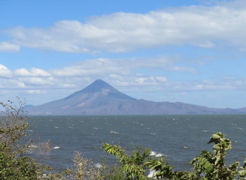Stratovolcano Momotombo at Lake Managua, Nicaragua (Photo: WNomad)