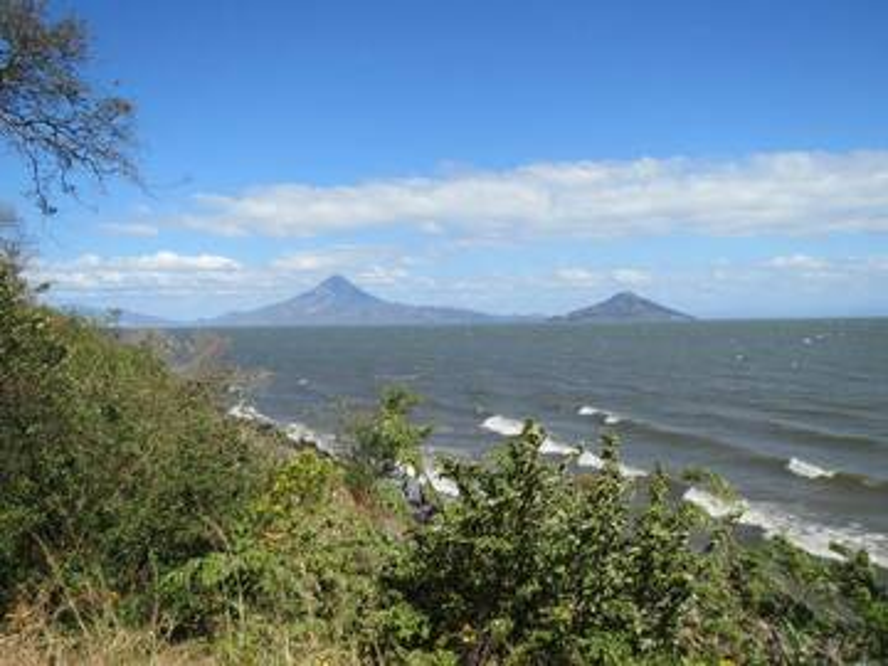 Momotombo and Momotombito volcanoes at Lake Managua, Nicaragua (Photo: WNomad)