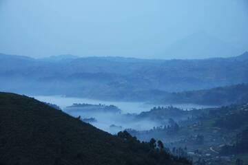 View from Bwindi Impenetrable Nat. Park to the Virunga Mountains, Volcano Muhavura (background), Uganda (Photo: WNomad)