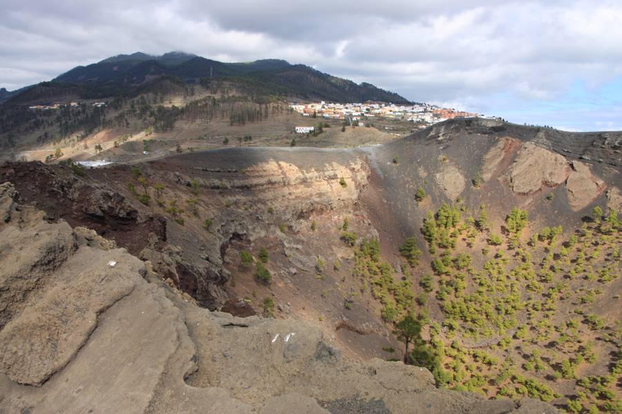 Crater of San Antonio volcano, Fuencaliente, La Palma Isl., Canaries (Photo: WNomad)