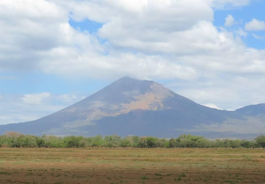 Stratovolcano San Cristobal, view from Chichigalpa, Nicaragua (Photo: WNomad)