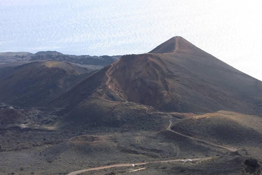 Teneguia volcano, view from San Antonio v., Fuencaliente, La Palma Isl., Canaries (Photo: WNomad)