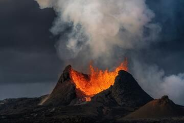 Mild lava fountaining from the main vent at dusk. (Photo: World-Geographic)