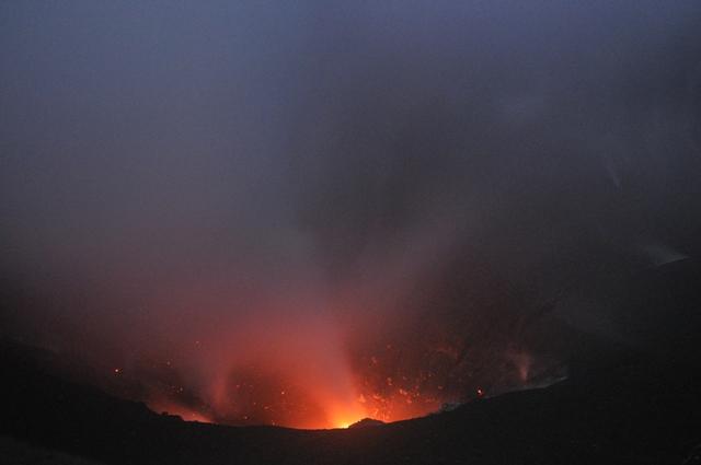 Strombolian eruption at Dukono volcano (Halmahera, Indonesia) 18 July 2014 (Photo: Andi / VolcanoDiscovery Indonesia)