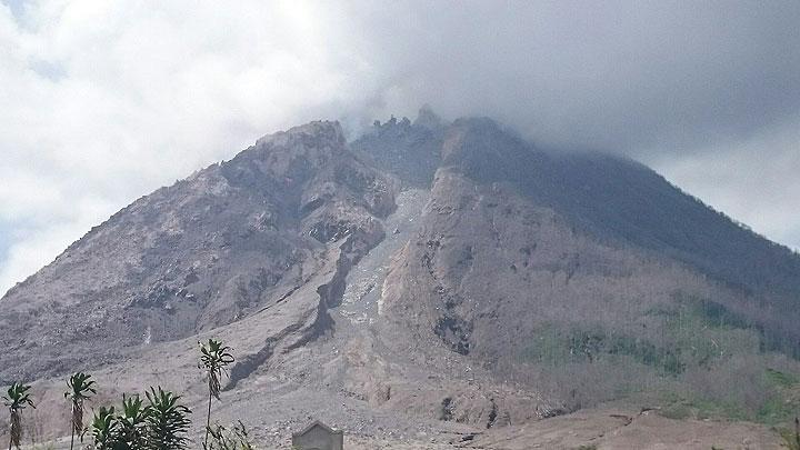 Sinabung volcano, Indonesia, in Dec 2015 (Photo: daring-trip)