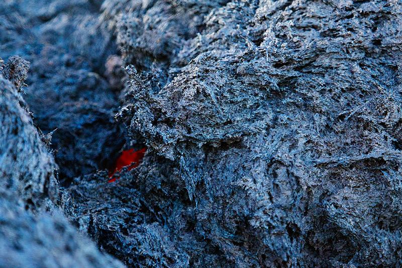 Cooling lava block, covered with bluish sublimates (Photo: Emanuela / VolcanoDiscovery Italia)
