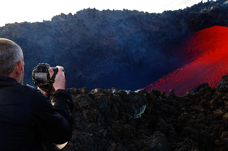Doug filming the lava flow. (Photo: Emanuela / VolcanoDiscovery Italia)