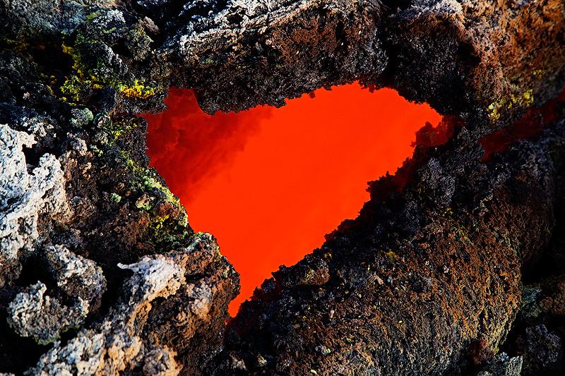 Lava heart - a small skylight (hole in the roof of a lava tube). (Photo: Emanuela / VolcanoDiscovery Italia)