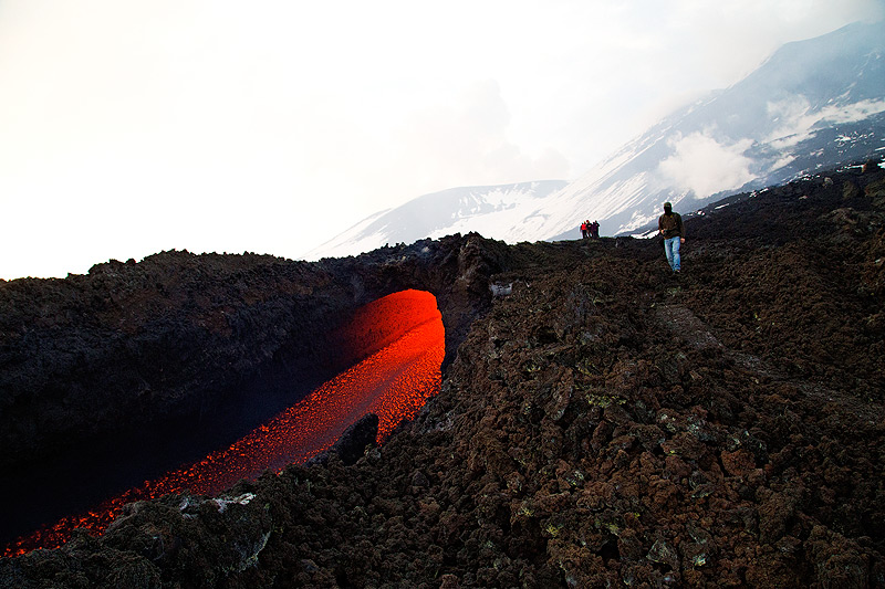 An ephemeral vent opens the lava tube through which the lava flows over the first few hundred meters from its effusive vent at the base of the SE crater. (Photo: Emanuela / VolcanoDiscovery Italia)