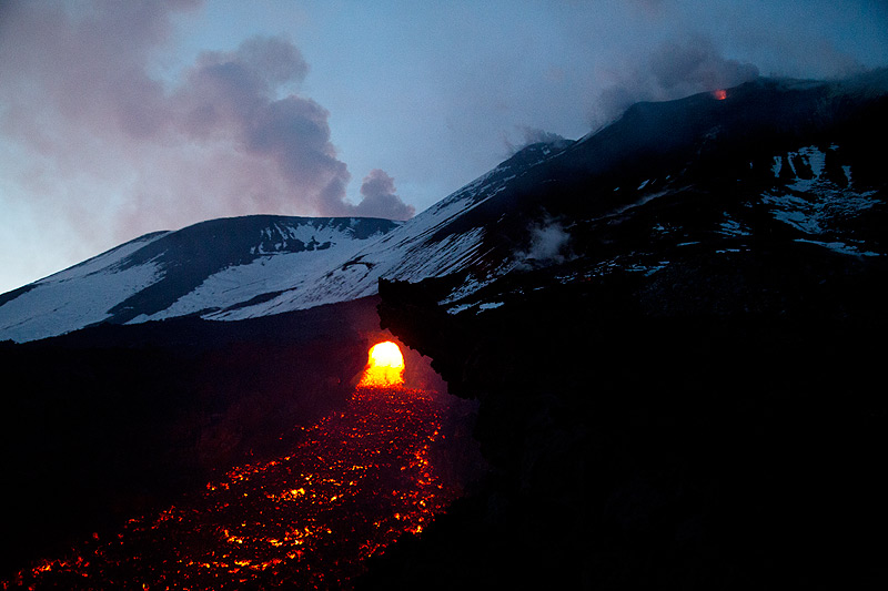 Evening view of the ephemeral vent and the open lava channel, with Bocca Nuova (l) summit crater and the SE crater complex (r) in the background. (Photo: Emanuela / VolcanoDiscovery Italia)