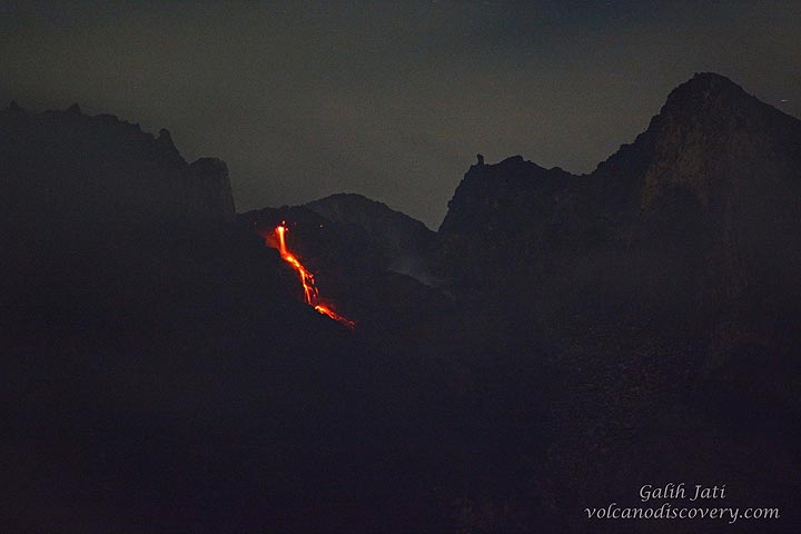 Wide-angle view of another rockfall from the lava dome. (Photo: Galih Jati)
