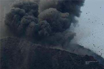 Strombolian eruption from Anak Krakatau (15 Sep 2018) (Photo: Galih Jati)