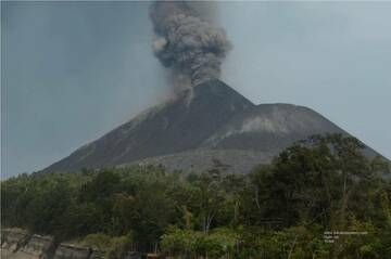 Ash eruption from Anak Krakatau (16 Sep 2018) (Photo: Galih Jati)