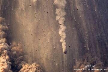 Rain of bombs (Krakatau Oct 2018) (Photo: Galih Jati)