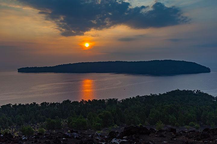View from Krakatau to Sertung island (Photo: Uwe Ehlers / geoart.eu)
