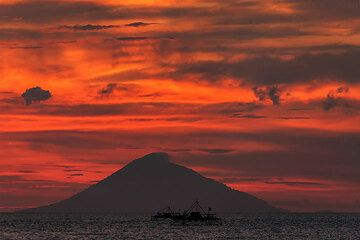 Dusk at Rakata with view to Anak Krakatau (Photo: Uwe Ehlers / geoart.eu)