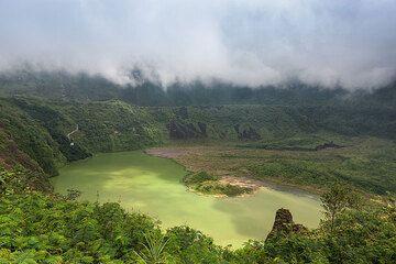Galunggung volcano and low clouds (Photo: Uwe Ehlers / geoart.eu)