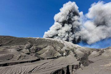 Bromo volcano eruption (Photo: Uwe Ehlers / geoart.eu)