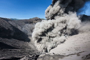 View into Bromo's crater (Photo: Uwe Ehlers / geoart.eu)