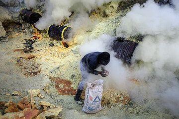 Ijen sulfur mine (Photo: Uwe Ehlers / geoart.eu)