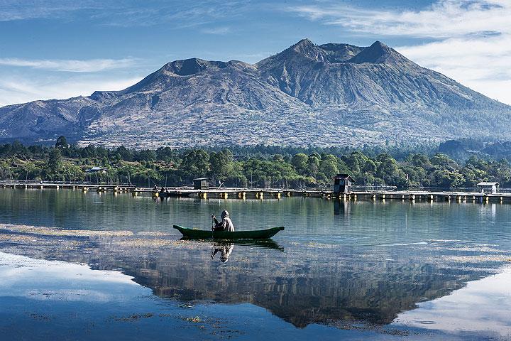 Batur caldera lake (Photo: Uwe Ehlers / geoart.eu)