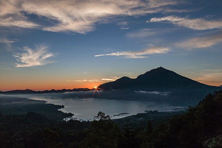 Morning panorama at the Tengger caldera (Photo: Uwe Ehlers / geoart.eu)