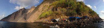 Batu Tara camp (expedition 2014), Flores Sea, Indonesia (Photo: Gian Schachenmann)