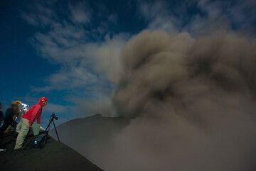 At the crater of Dukono volcano (Halmahera, Indonesia) (Photo: Gian Schachenmann)