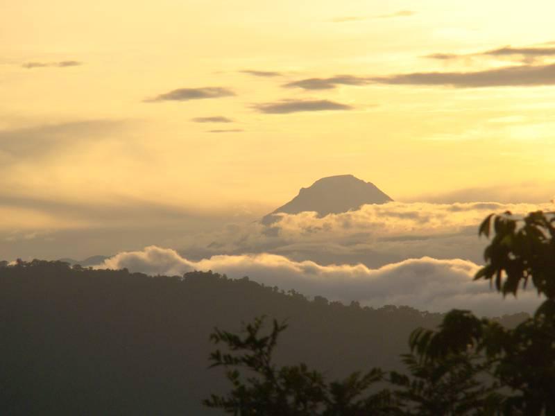 Nevado_del_Tolima.JPG Icy volcano del Tolima in the Central Range of Colombia. (Photo: jairogarcia)