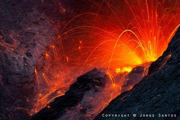 Eruption from Batu Tara volcano (Indonesia) close up (Photo: jorge)