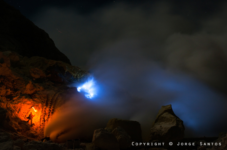 Ijen-Two miners on a rotating share/basis are always on duty tending the fires (Photo: jorge)
