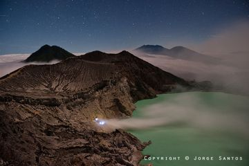 Ijen-Kawah Ijen crater by moonlight with fires burning (Photo: jorge)