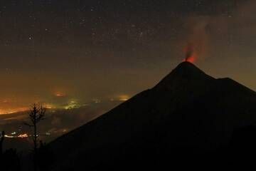Fuego from Acatenango in Guatemala on 28 March 2015. Between 1 and 2 am there were eruptions every 5 minutes. IMG_8275aaa.jpg (Photo: leos.kohout)