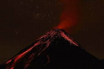 Fuego from Acatenango in Guatemala on 28 March 2015. Between 1 and 2 am there were eruptions every 5 minutes. IMG_8320aaa (Photo: leos.kohout)