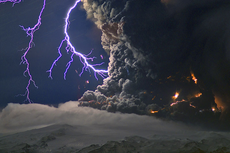 Lightning generated by electrical discharge within the ash column during Eyjafjallajökull's eruption on 16 April 2010 (Photo: marcofulle)