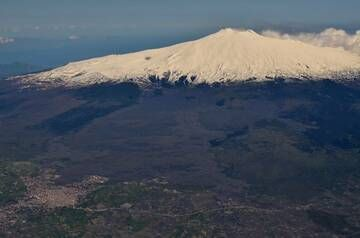 View of Etna from Alitalia flight from Trieste to Catania on 21 Apil 2012 (Photo: marcofulle)
