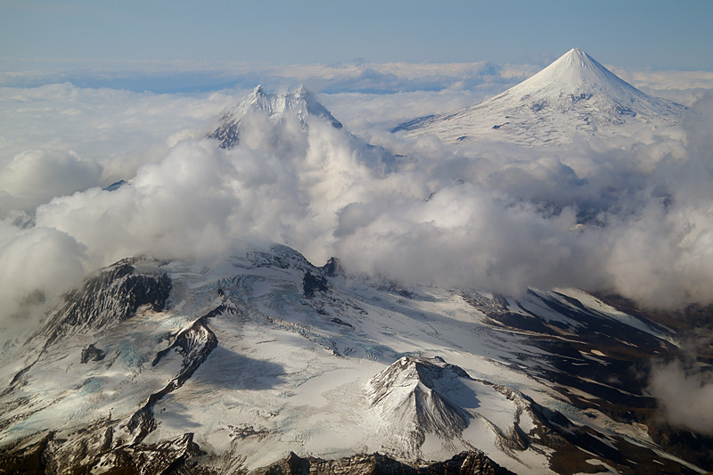 The chain of volcanoes on Unimak, from left to right: Roundtop Mountain, Isanotski, Pogromni and Shishaldin. (Photo: marcofulle)