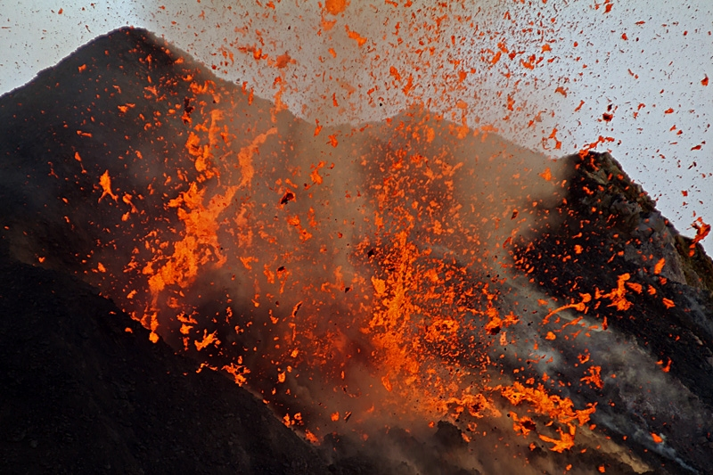 Exploding lava bubble at the eastern cone of Stromboli volcano (May 2009) (Photo: marcofulle)