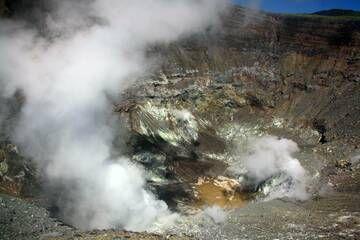 Active crater of Lokon volcano. (Photo: mlyvers)