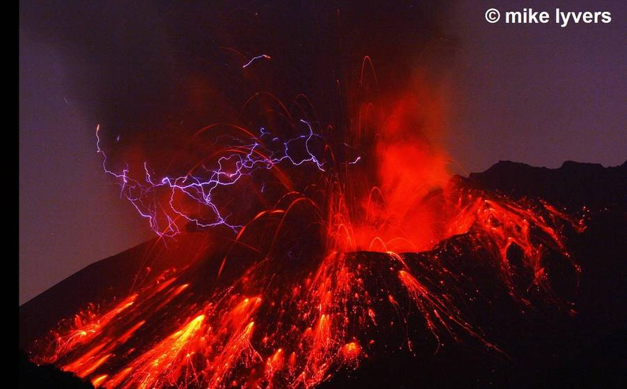 Sakurajima_night_eruption_1.jpg  Powerful eruption of Sakurajima volcano with volcanic lightning. (Photo: mlyvers)