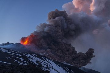 Wide-angle view of a pyroclastic flow generated by partial collapse of the cone and the opening of a fissure during the 27 April paroxysm at Etna volcano (Photo: Martin Rietze)