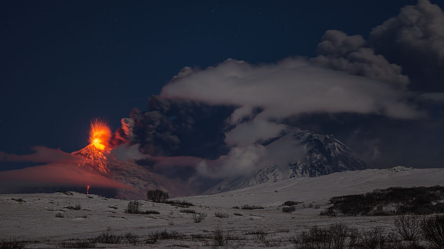 Kyuchevskoy volcano with ash plume, Kamen volcano to the right, during the eruption Oct 2013 (Photo: Martin Rietze)