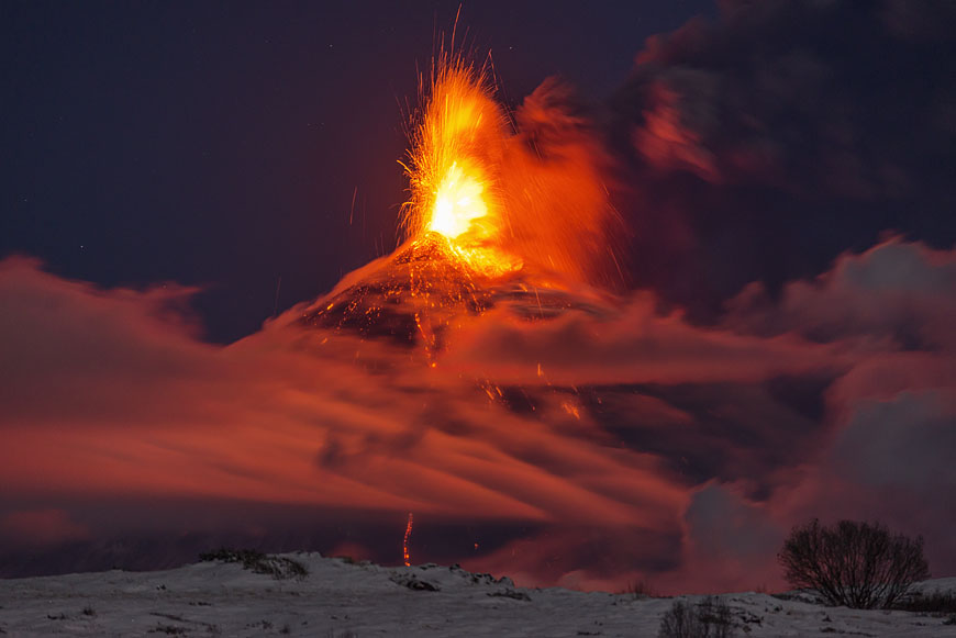 Kyuchevskoy volcano with lava fountain during the eruption Oct 2013 (Photo: Martin Rietze)