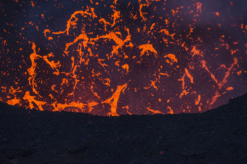 Bursting lava bubble, Fogo volcano eruption Nov-Dec 2014 (Photo: Martin Rietze)