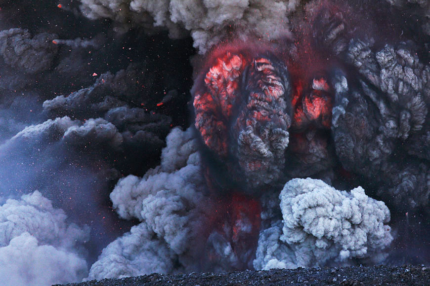 Eyjafjallajökull, Iceland, 8 May 2010 - expanding glowing ash plumes (Photo: Martin Rietze)
