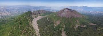 Vesuvius volcano aerial (June 2017) (Photo: Martin Rietze)