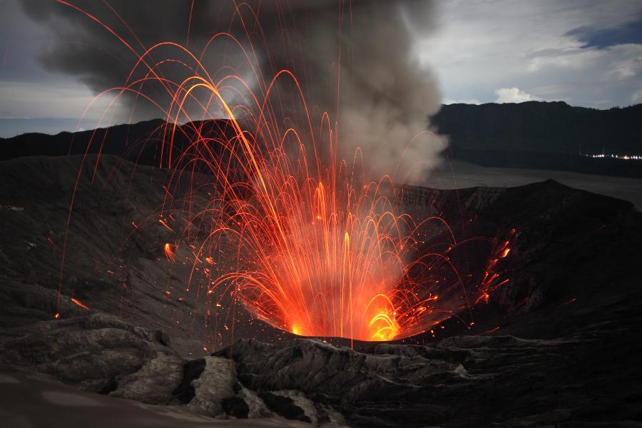 Strombolian activity in Bromo Crater, East Java, Indonesia (2011) (Photo: Richard Roscoe)